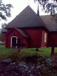 Mä olin oikee turisti ja kävin kattelee nähtävyksiä. Tässä mä oon hartaana kirkolla.